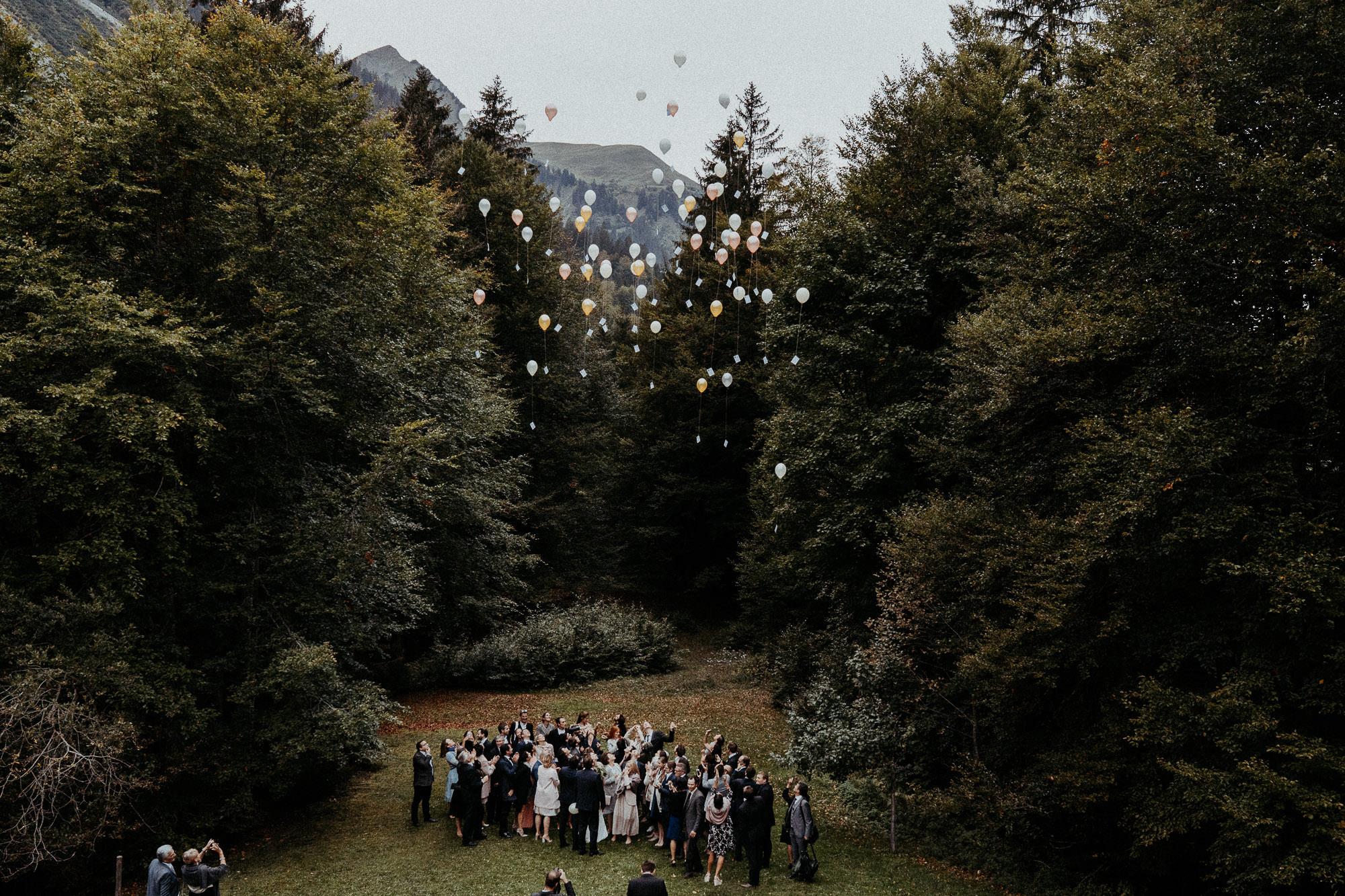 hochzeitsfotograf vorarlberg hochzeit villa maund balloons