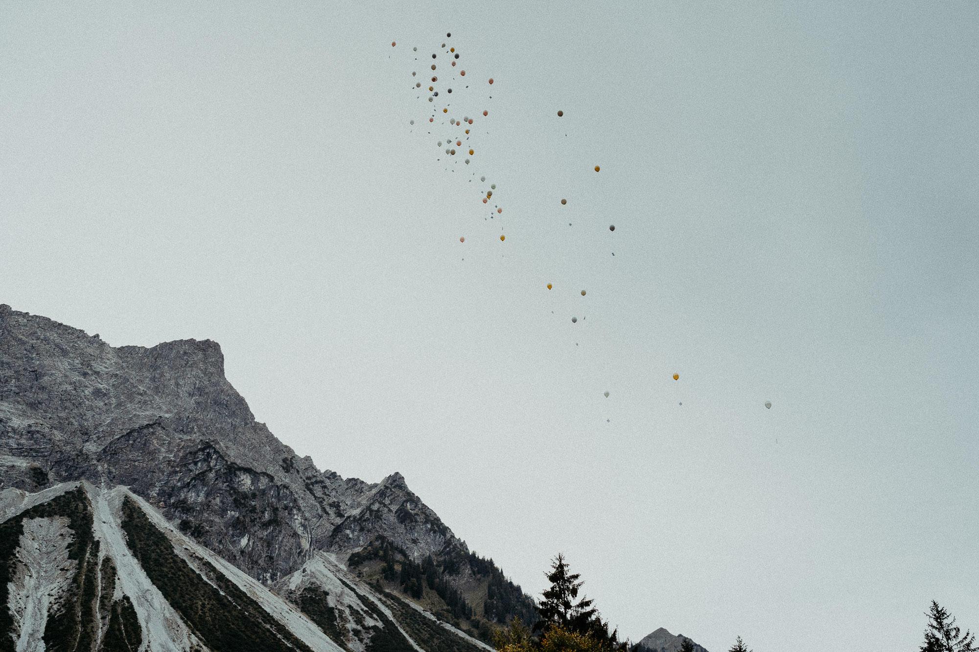 hochzeitsfotograf vorarlberg hochzeit villa maund balloon