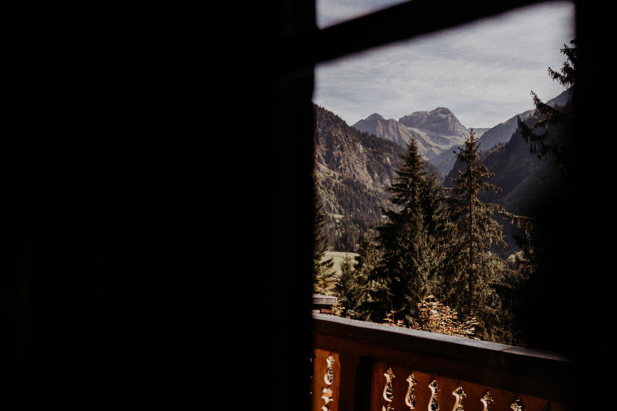 hochzeitsfotograf vorarlberg villa maund mountains view